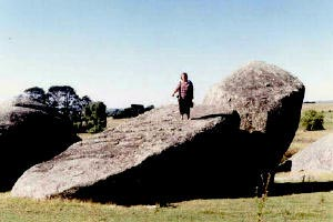 You can see the similarity between Notez-la-similitude-this Heather menhir and the Bâalbek stone-©-Rex-Gilroy